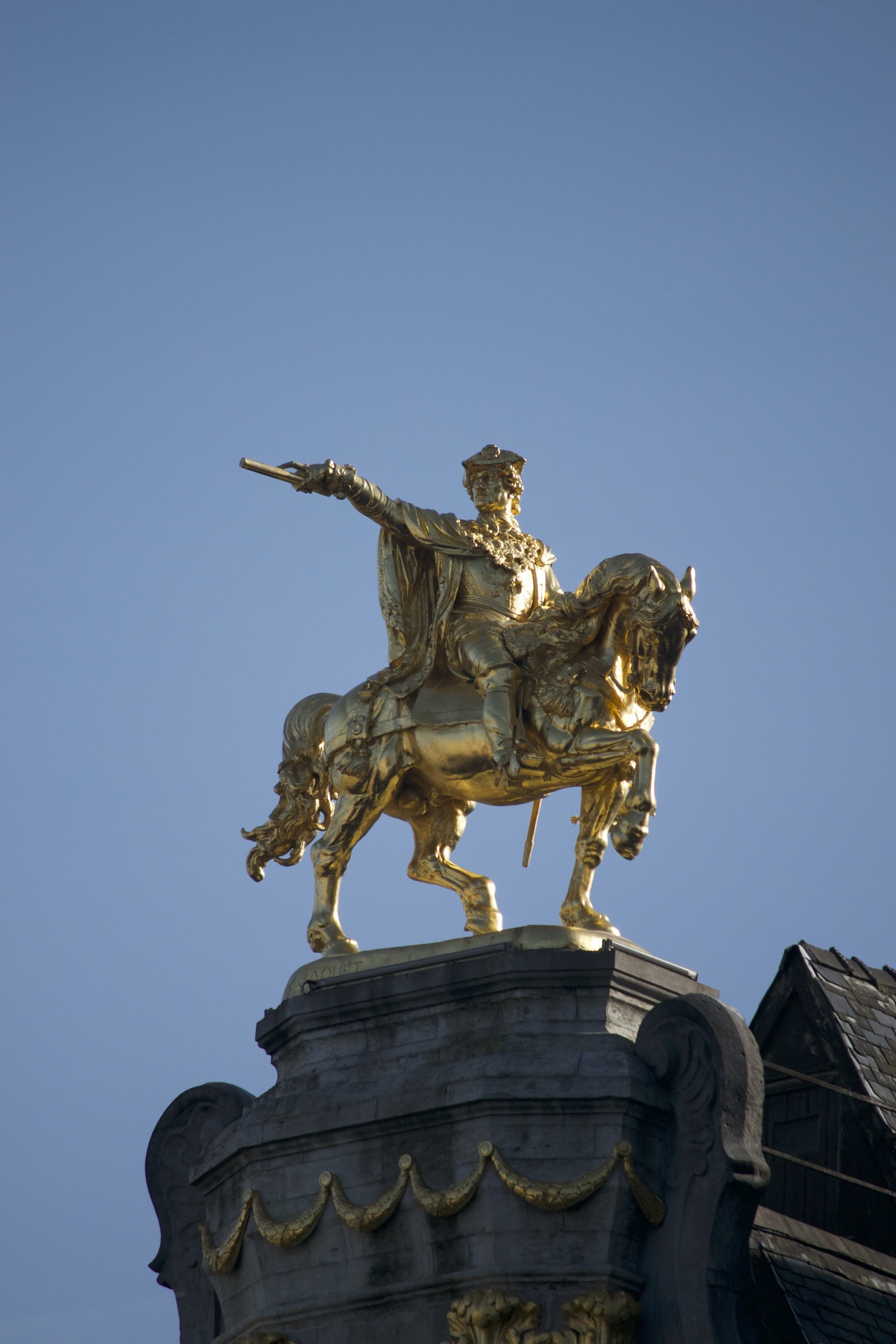 A golden statue of a man on a horse.